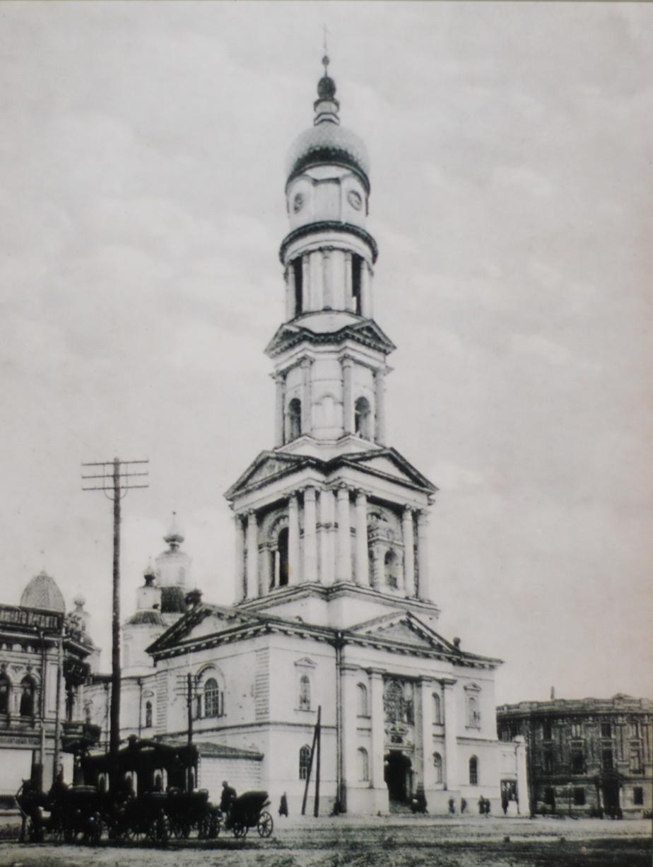 Часы на соборной колокольне